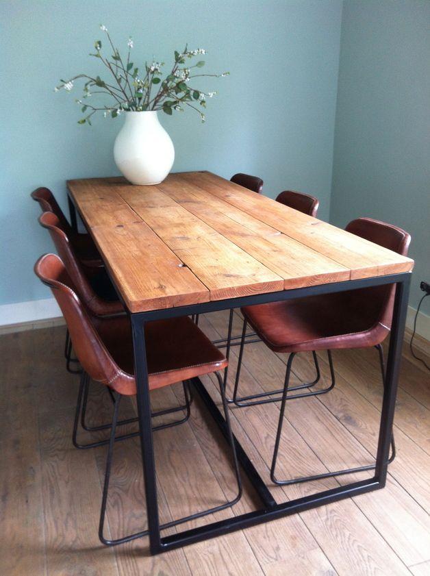Esstische - Tisch aus Bauholz mit Untergestell aus Stahl - ein - küchentische und stühle