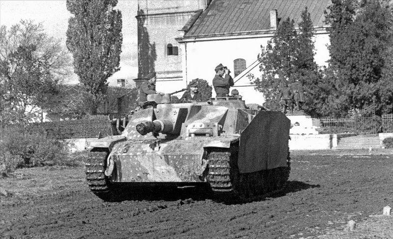 10,5 cm Sturmhaubitze 42 L/30 Ausf. G mit Seitenschürzen (Sd.Kfz. 142/2)