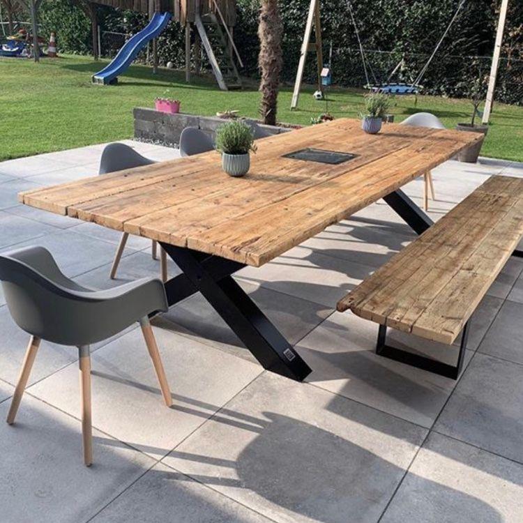 Gartentisch Aus Recycelten Gerustbohlen Massivholztische In 2021 Holztisch Garten Gartentisch Holz Gartentisch