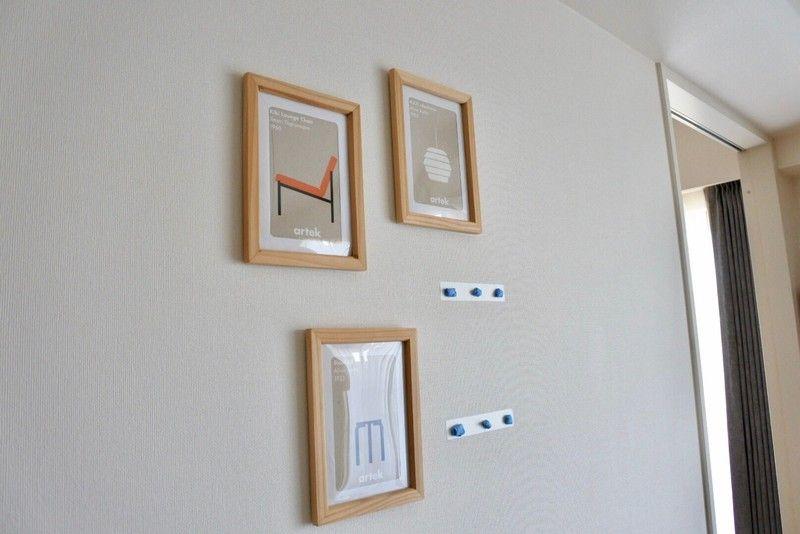 ダイソー 壁に穴を開けずにフレームを飾る方法 壁 フレーム ダイソー