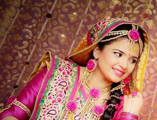 I Mehndi Flower Jewelry : Flower inspired jewellery colours pink yellow fresh