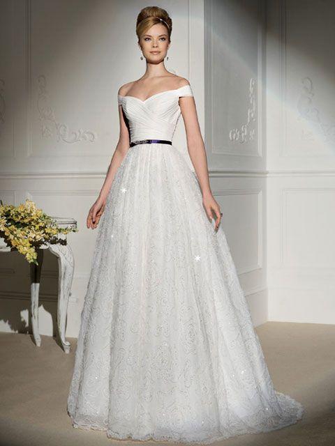 vestido de novia con escote cruzado y cinturón morado -- novia d'art