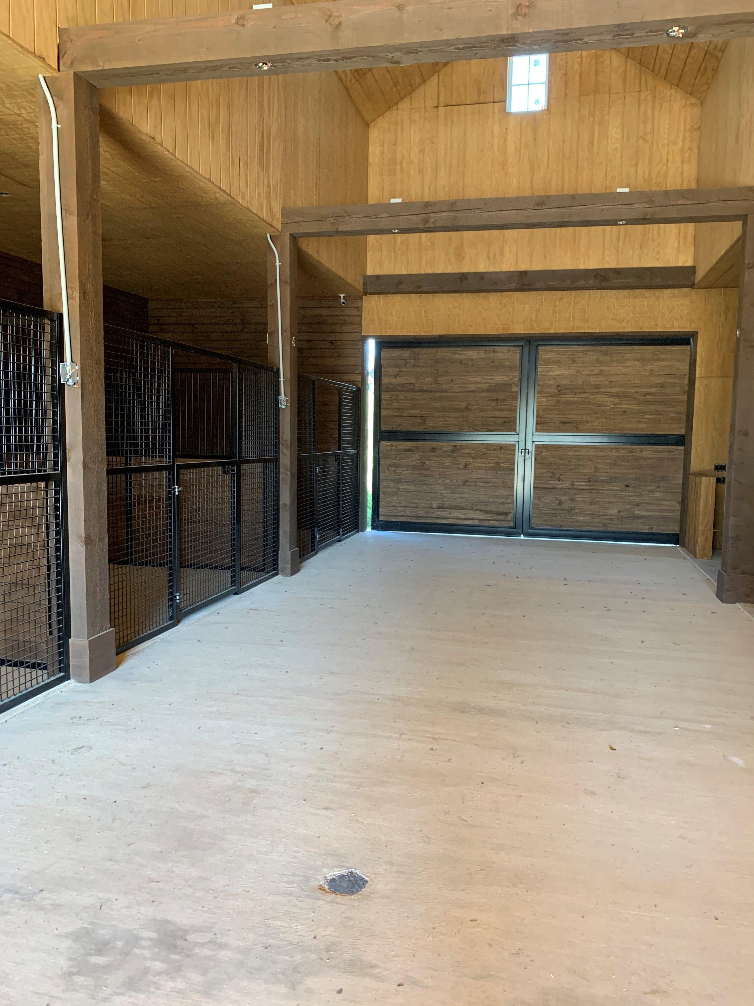 Mesh Horse Stalls In 2020 Horse Stalls Custom Horse Stalls