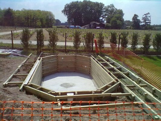 Construction De Piscine En Ossature Bois De Differentes Tailles Avec La Realisation De Terrasses En Bois Piscine Bois Construction Piscine Piscine