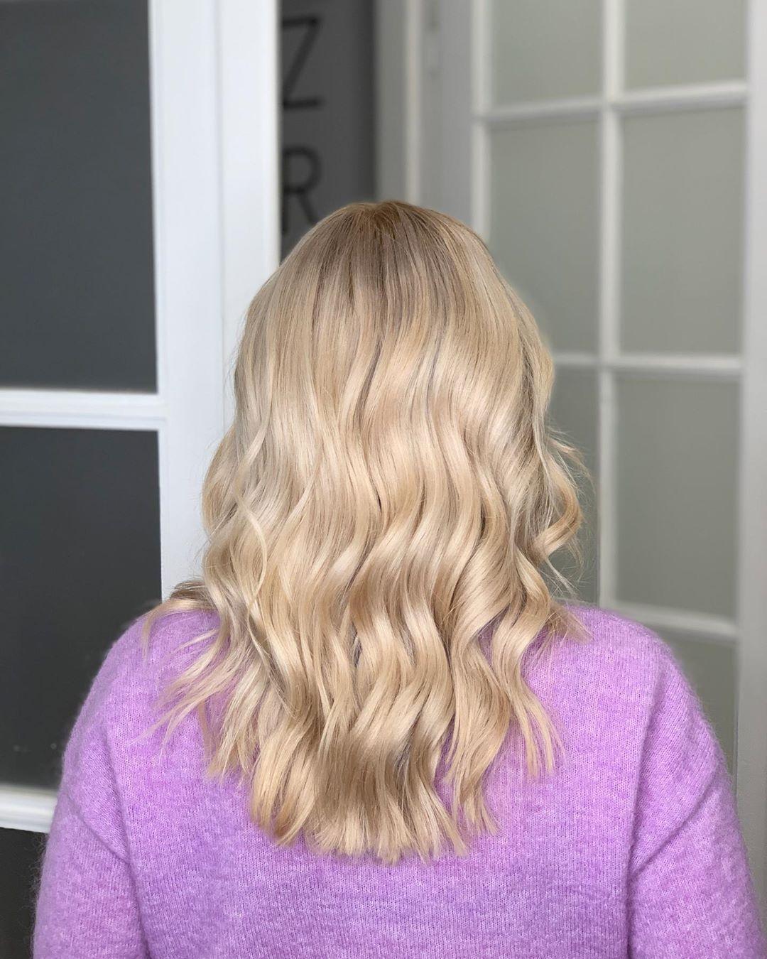 NEW42-Trendy-glamour-hair-cutest2018-Page-9of7  Złote blondy nie muszą być nudne! Wyważone połączenie lekko różowej perły i ciepłego złota w tonerze 9GV #matrixcolorsync daje efekt opalizującej koloryzacji mieniącej się kilkoma odcieniami unikatowego blondu  Lubicie cukierkowe blondy?  _______________ #lukaszkobierstudio #bracka23 #matrix #matrixpolska #fryzjerwarszawa #fryzjer #fryzjerzywarszawa #warsawhairdresser #włosywarszawa #blondehair #blondegirl #warsawgirl #masterblonde #blondehairstyle