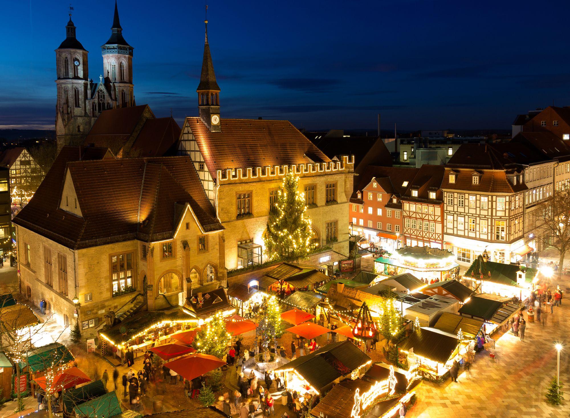 weihnachtsmarkt vor dem alten rathaus in g ttingen. Black Bedroom Furniture Sets. Home Design Ideas