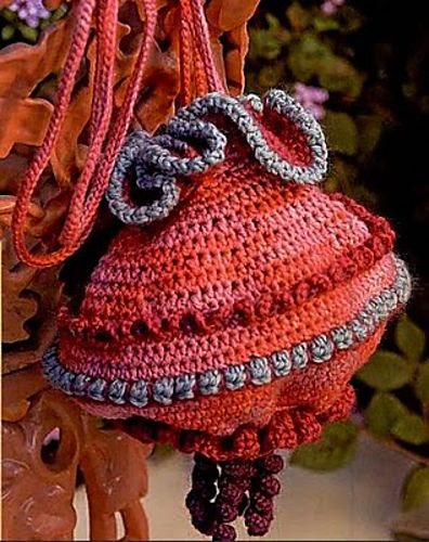Chinese Lantern Purse pattern by Shelby Allaho   Purses? Yes ...