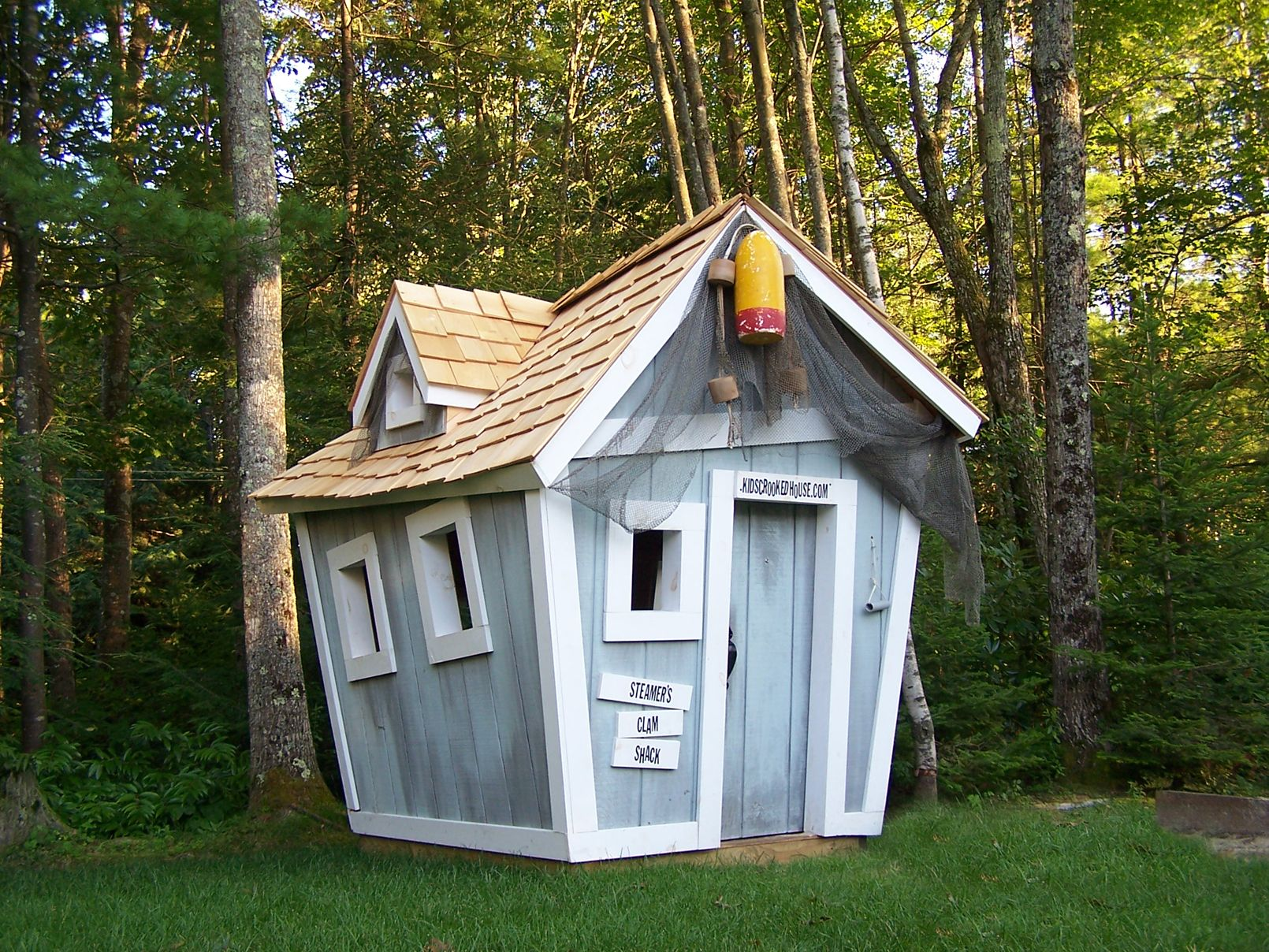 Ok...how cool is this for a playhouse!!!! LOVE Kids Crooked Houses!