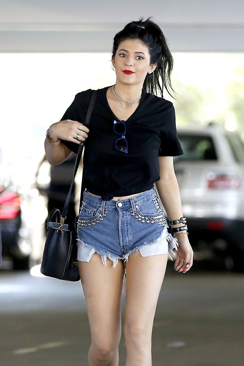 0aa61d28157a kylie-jenner-new-street-style--large-msg-137944678015