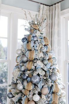 christmas tree decorating tips | bluegraygal #howtoputribbononachristmastree