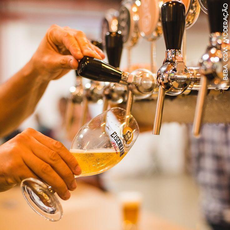 enchendo copo de cerveja eisenbahn foto do instagram eisenbahn rk motors