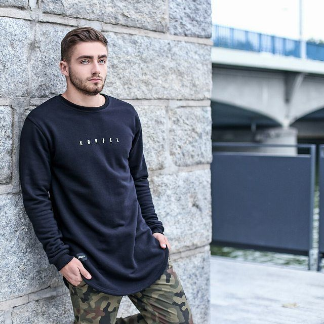 cool 25 Spectacular Ways To Style Crew Neck Sweatshirts – Topping the Trend Check more at http://stylemann.com/best-ways-to-style-crew-neck-sweatshirts/