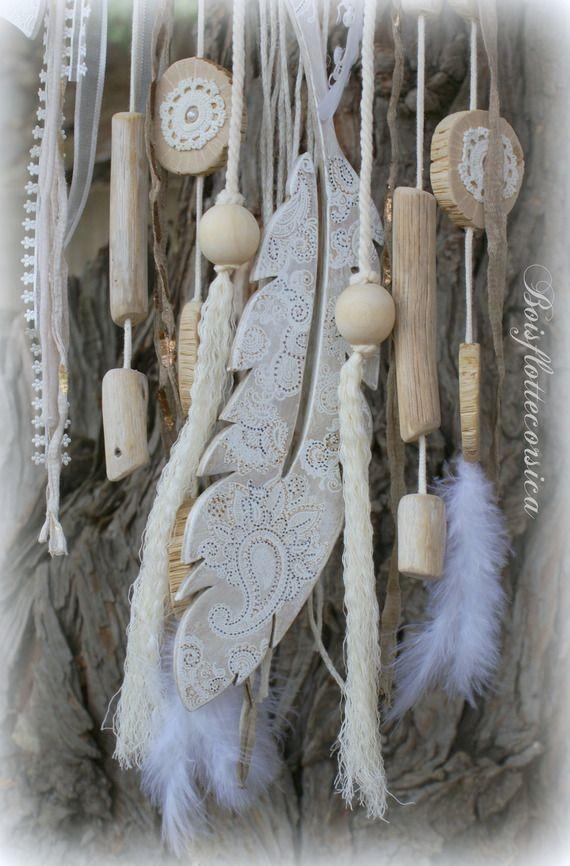 Esprit dreamcatcher bois flott et plume en bois pour for Bricolage mobile en bois flotte