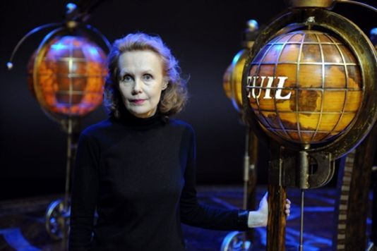 Article du Monde : http://www.lemonde.fr/culture/article/2013/04/17/les-caresses-telluriques-de-kaija-saariaho_3161297_3246.html