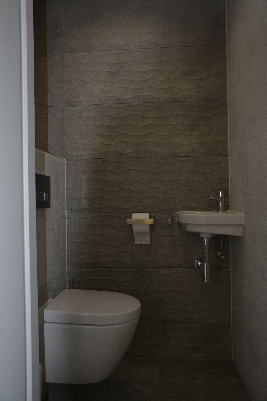 Toilet tegels venis contour gray en boulevare white for Inodoro porcelanosa