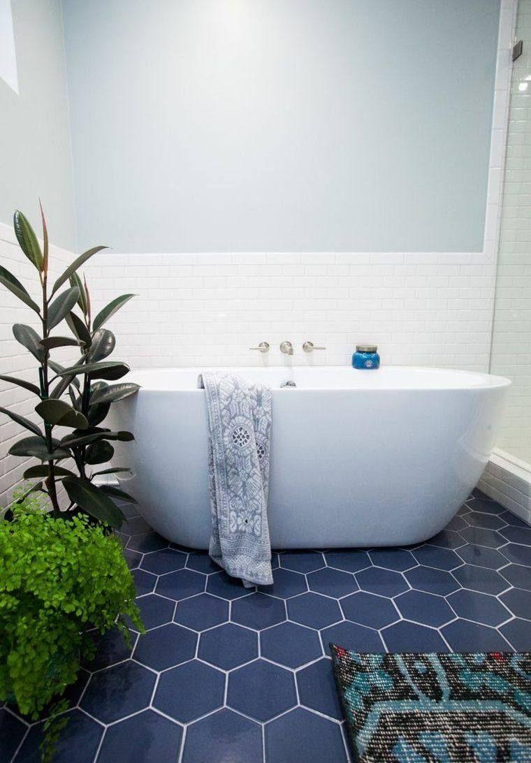 Carrelage Hexagonal Bleu Pour Petite Salle De Bain Moderne