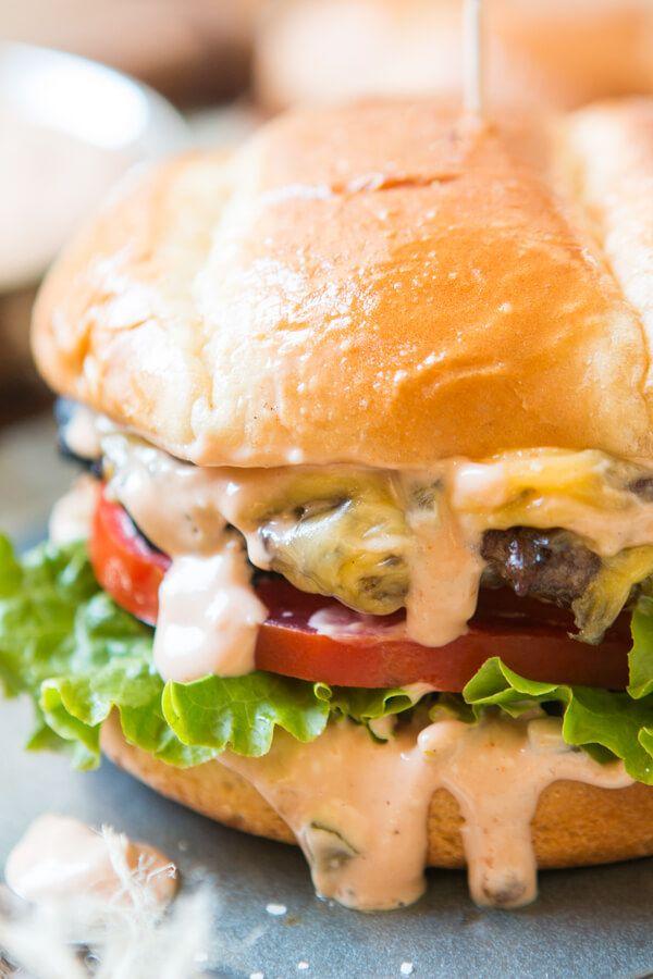die besten 25 burger ideen auf pinterest hamburger sauce hamburger toppings und pommes frites. Black Bedroom Furniture Sets. Home Design Ideas
