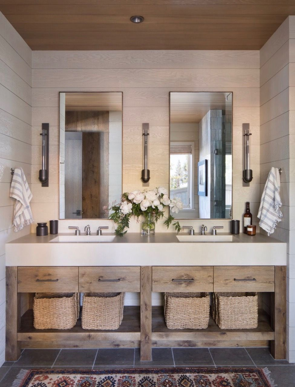 Pin By Cecilie Starin On Bathroom Rustic Lake Houses Lake House Bathroom Lakehouse Decor