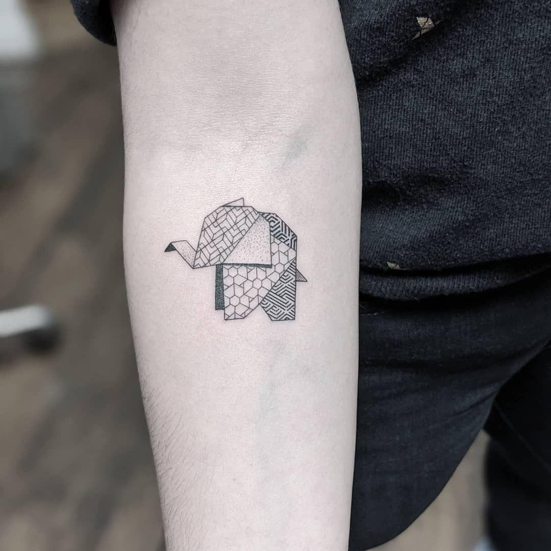 #marlenelecidre #tattoo #tatouage #elephantorigami #elephanttattoo #graphictattoo #geometrictattoo #patterntattoo #armtattoo #slimneedle #fineliner