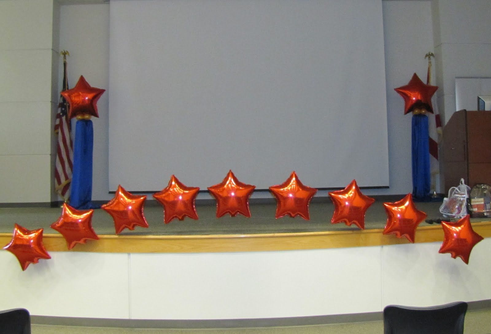 Decoration balloons corporate events buscar con google for Annual day stage decoration images