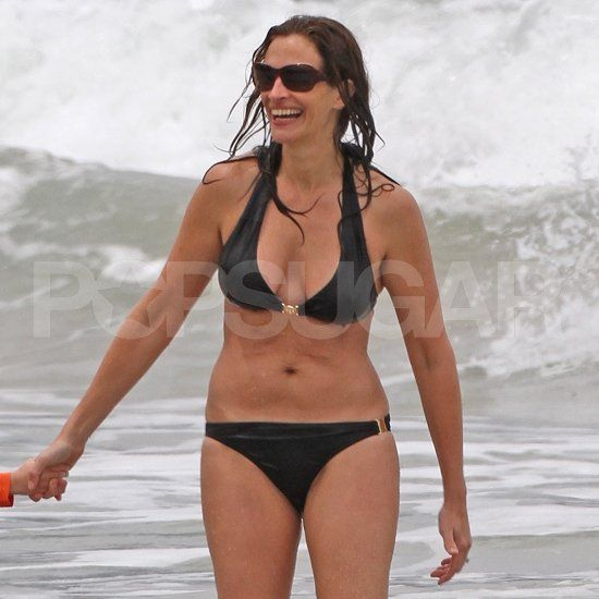 Julia Roberts Flaunts Her Bikini Body On A Family Vacation With