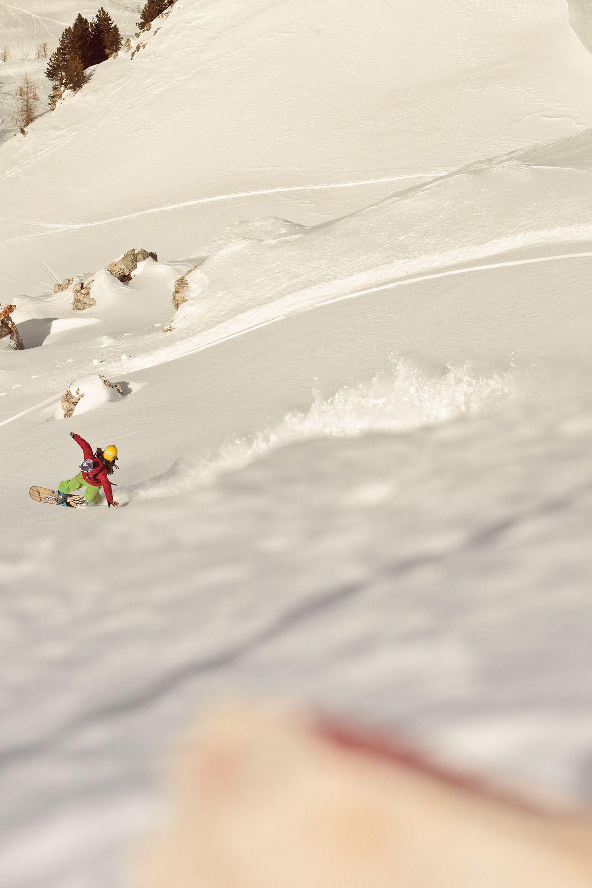 Casual powder turn. Snow surfing, Seek and destroy