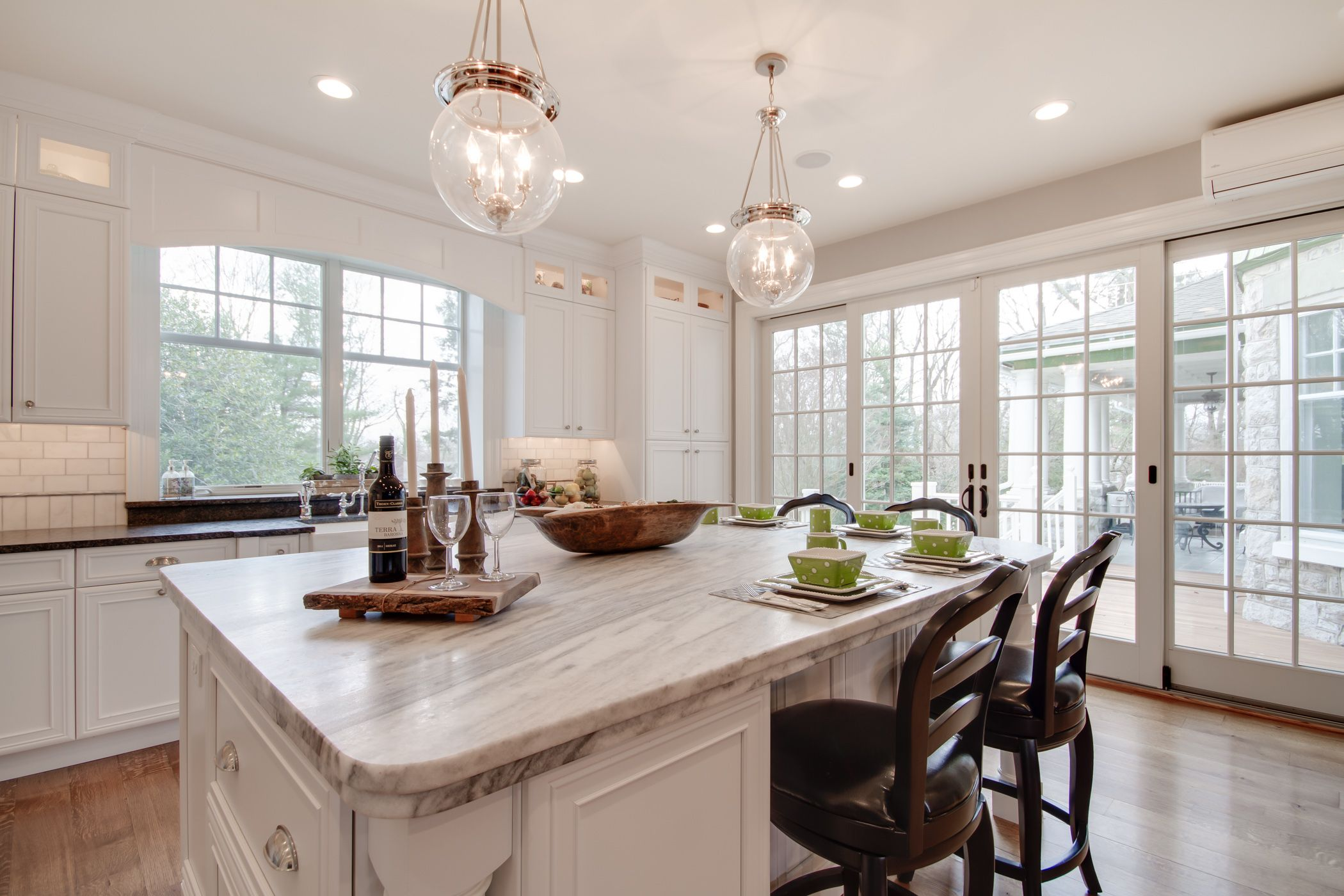 Best This Bright White Kitchen Features A Mont Blanc Honed 640 x 480