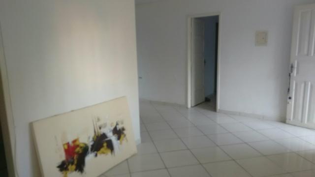 Casa com 03 quartos com suíte, 250 metros do mar - Contrato Anual
