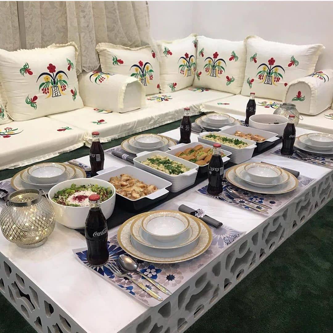 Rna Kas On Instagram بوكسات مكياج بسعر الجمله Soq Coome Soq Coome Soq Coome رايكم بتقديم Table Decorations Decor Home Decor