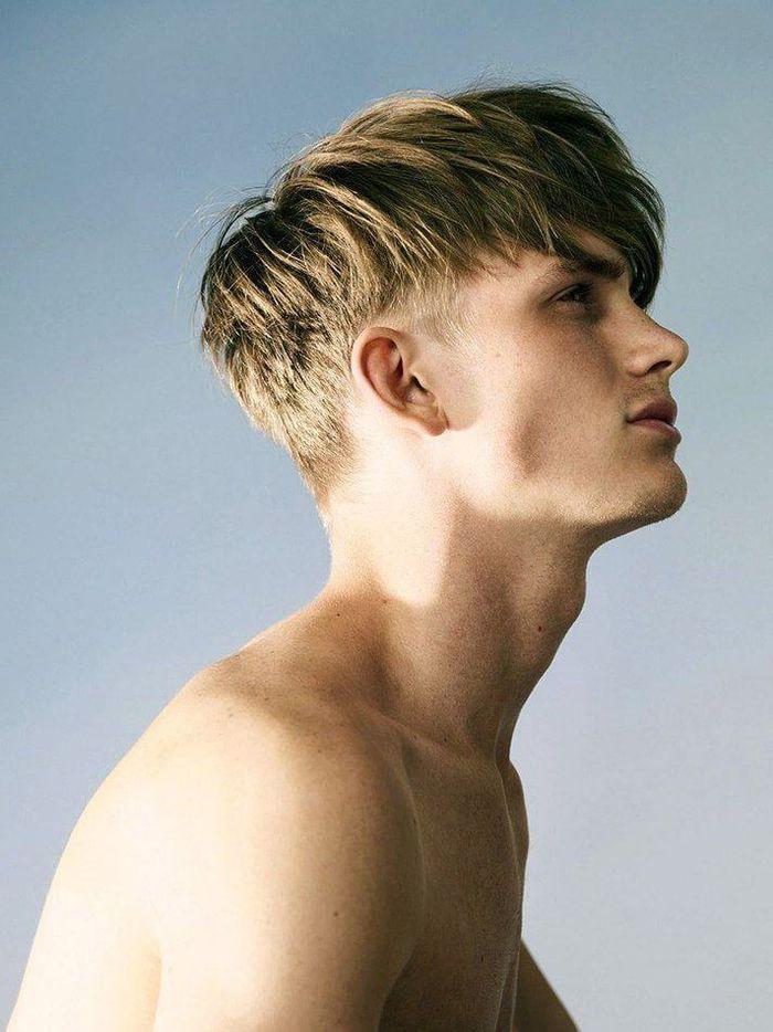 Idee Coiffure Description Un Degrade Progressif Homme Bien Structuree Avec La Nuque Et Les Cote Cheveux Homme Coiffure Homme Mi Long Coupe Cheveux Homme
