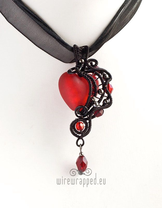 Red and black gothic heart wire wrapped pendant... This is sooo cute ...