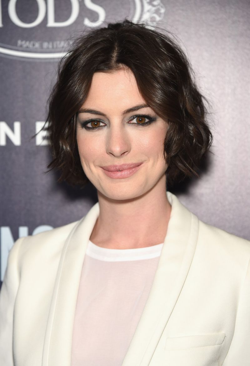 Anne hathaway u usong oneu premiere in new york city red carpet