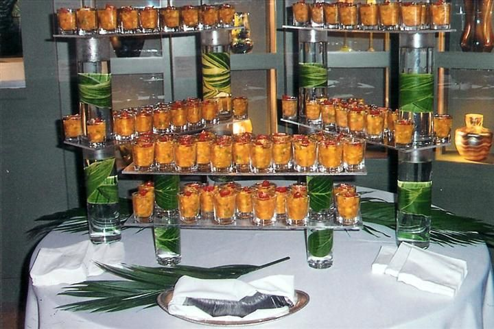 Shooter buffet presentation cylinders filled with water for Food bar catering