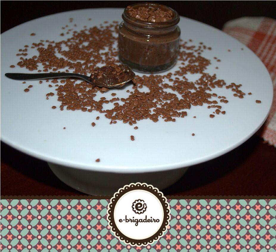 Brigadeiro de colher, feito com chocolate belga Callebaut é coberto com chocolate belga ao leite!!!!!! Delícia pra comer a qualquer hora, quentinho ou não é sempre delicioso!  #ebrigadeiro #amoebrigadeiro #brigadeirogourmet #brigadeiroparapresente #chocolatecallebaut
