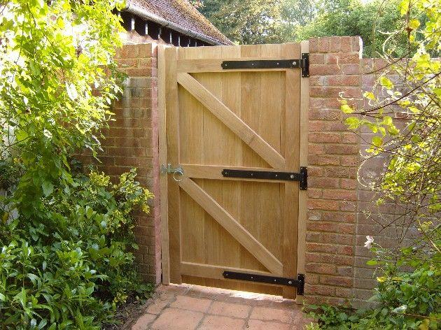 Diy door note to deer who ransacked my garden last fall i - Puertas de madera para jardin ...
