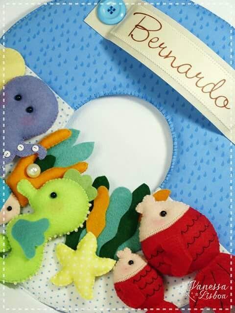 Guirlanda Enfeite de Porta Maternidade - Fundo do mar!!! São 7 bichinhos confeccionados em feltro sobre uma base em tecido com o nome do bebê personalizado. Lembrancinha: Body sachê com aplicação de bichinhos em feltro!!! Contato: 11 954770738 lisboa.vanessa@uol.com.br