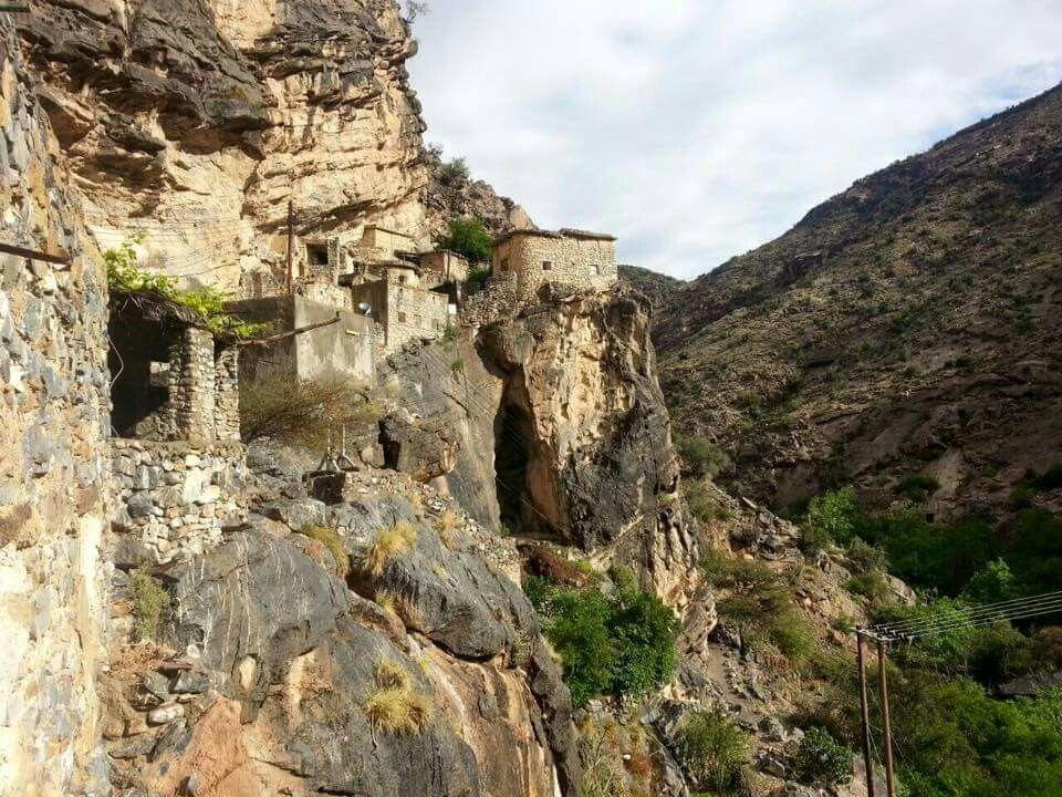 قرية السوجره بنيابة جبل الاخضر سلطنة عمان Al Sawjra Village At Jabel Al Akhder Sultante Oman Natural Landmarks Photo Landmarks
