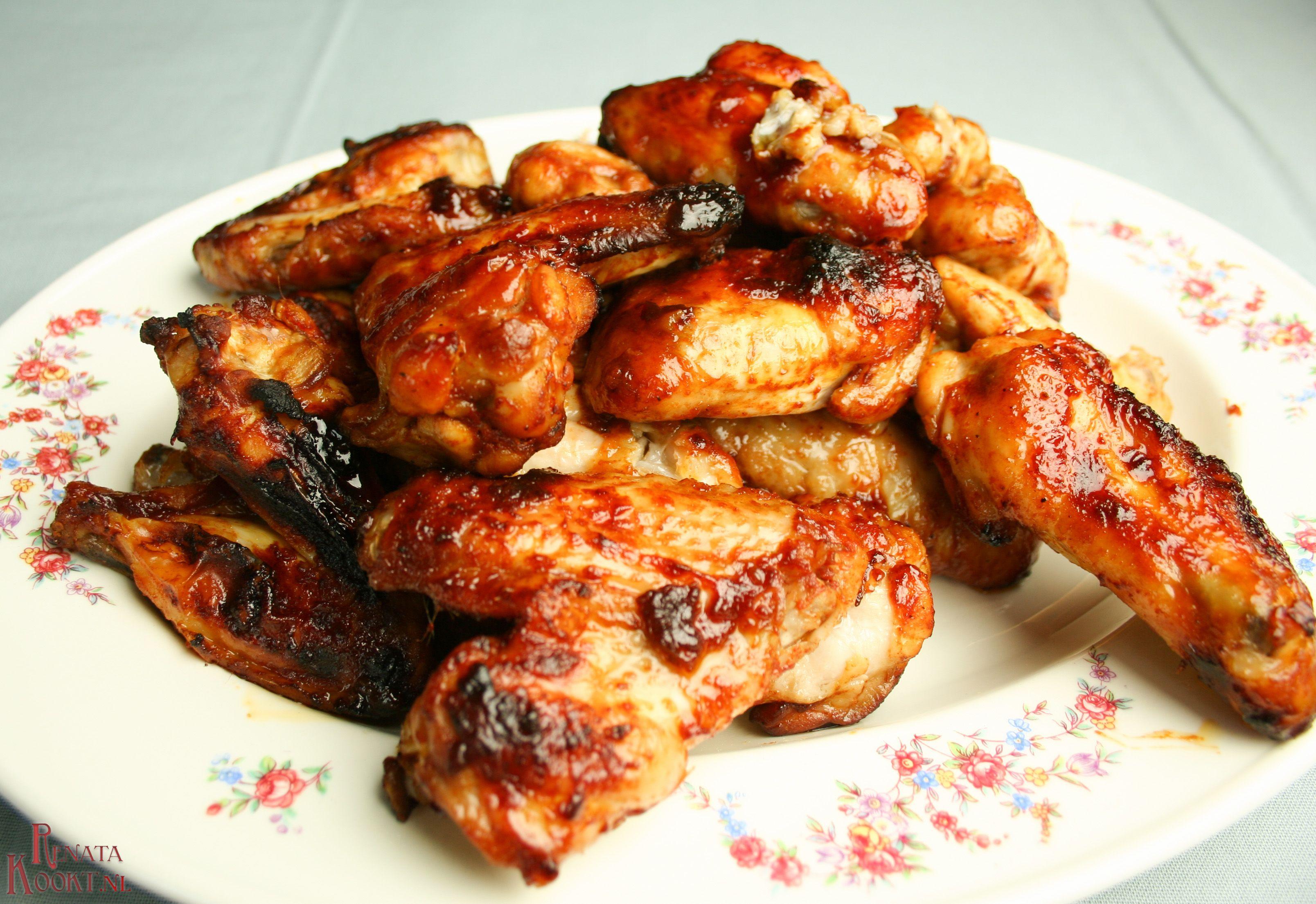 Kippenvleugels net als van de barbecue