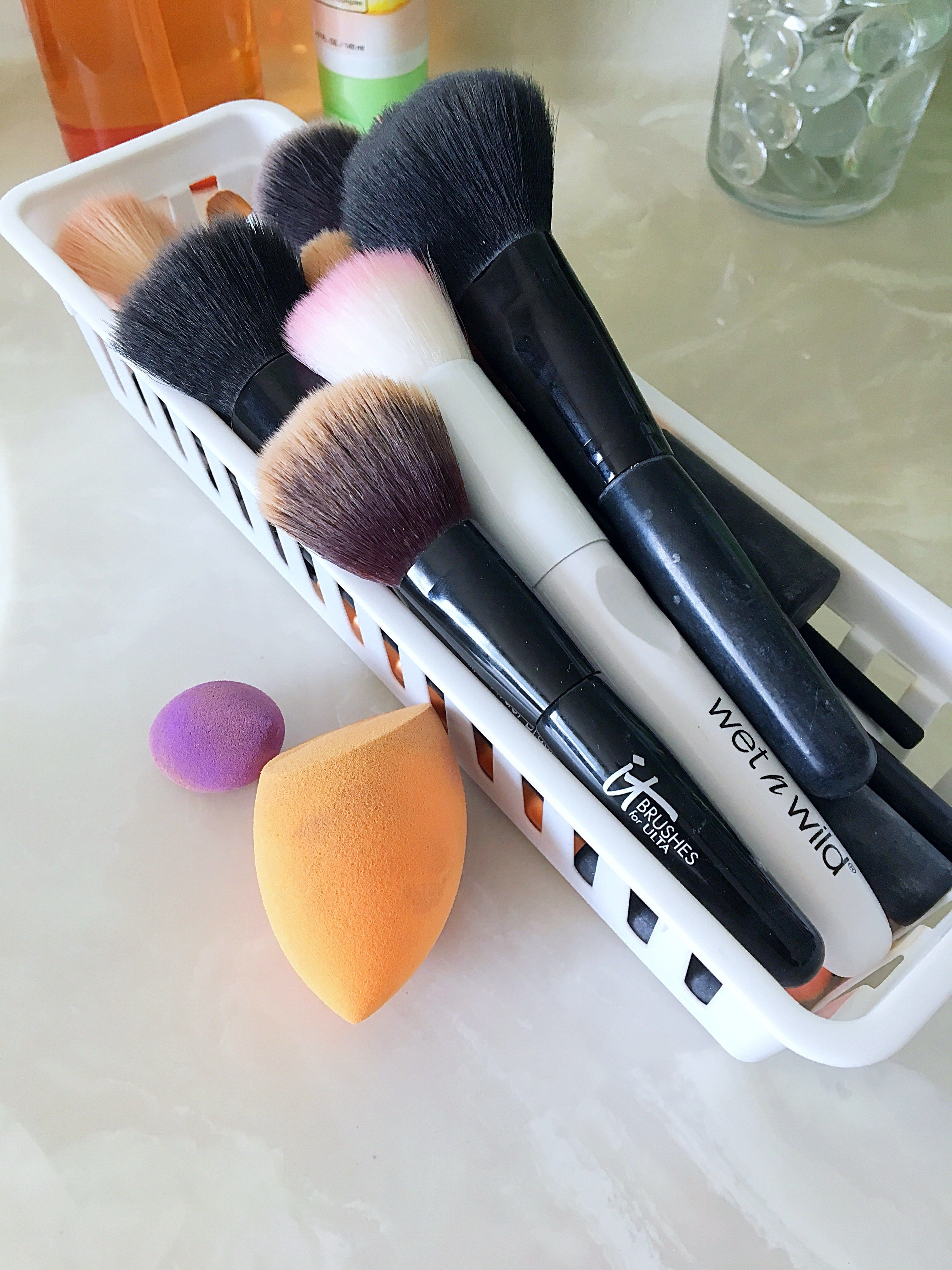 How to Clean Makeup Brushes The Easy Way | How to clean ...