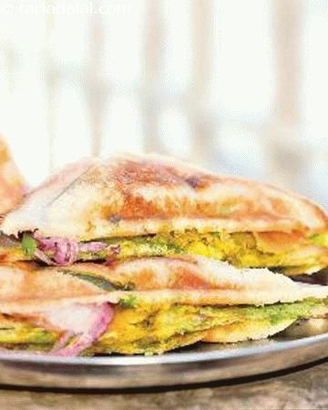 Samosa sandwhich, the friendly samosa strikes a good chord anywhere – whether with the humble pav or stuffed between bread slices! this rare combination is quite popular in certain localities in south bombay.