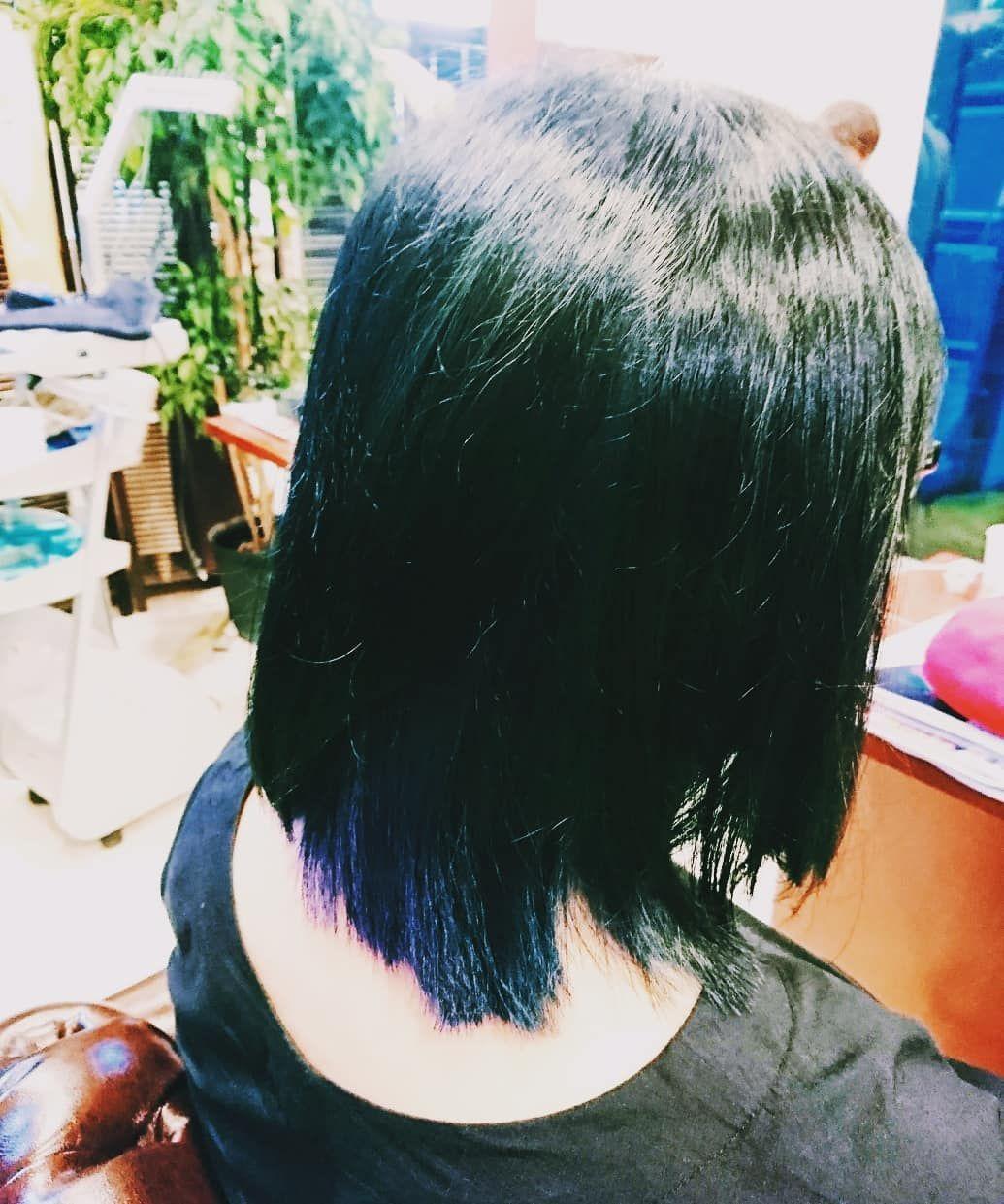 名倉匠さんはinstagramを利用しています 先日のお客様 派手髪 は今まで何度もやりましたが今回は初挑戦の ネイビー 夏に暗めの青 は涼しげでクールです インナーカラー なのでそんなに派手過ぎず 遊びな感じで良いですね なるべく色が持つように 乾かしただけ