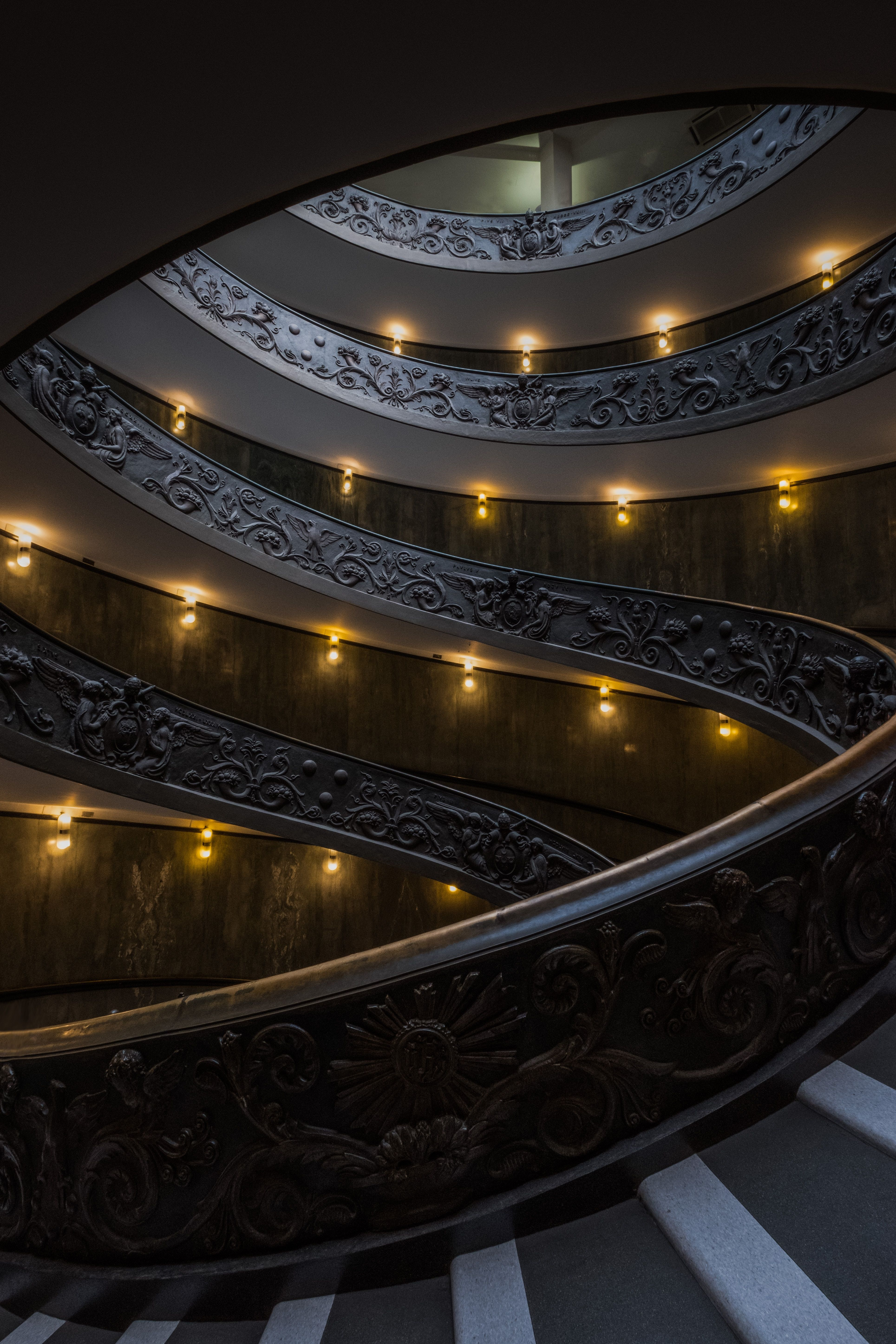 Best Massive Spiral Staircase To Climb Up In The Vatican 400 x 300