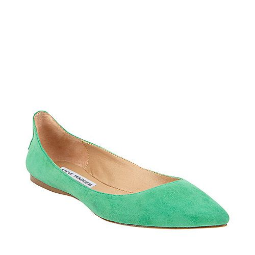Love pointed toe flats!
