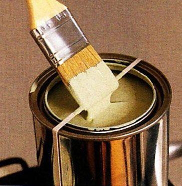 escurre-brochas. Colocando la goma en el bote de pintura, podrás escurrir la brocha o el pincel y evitarás las manchas de pintura en el borde de la lata.