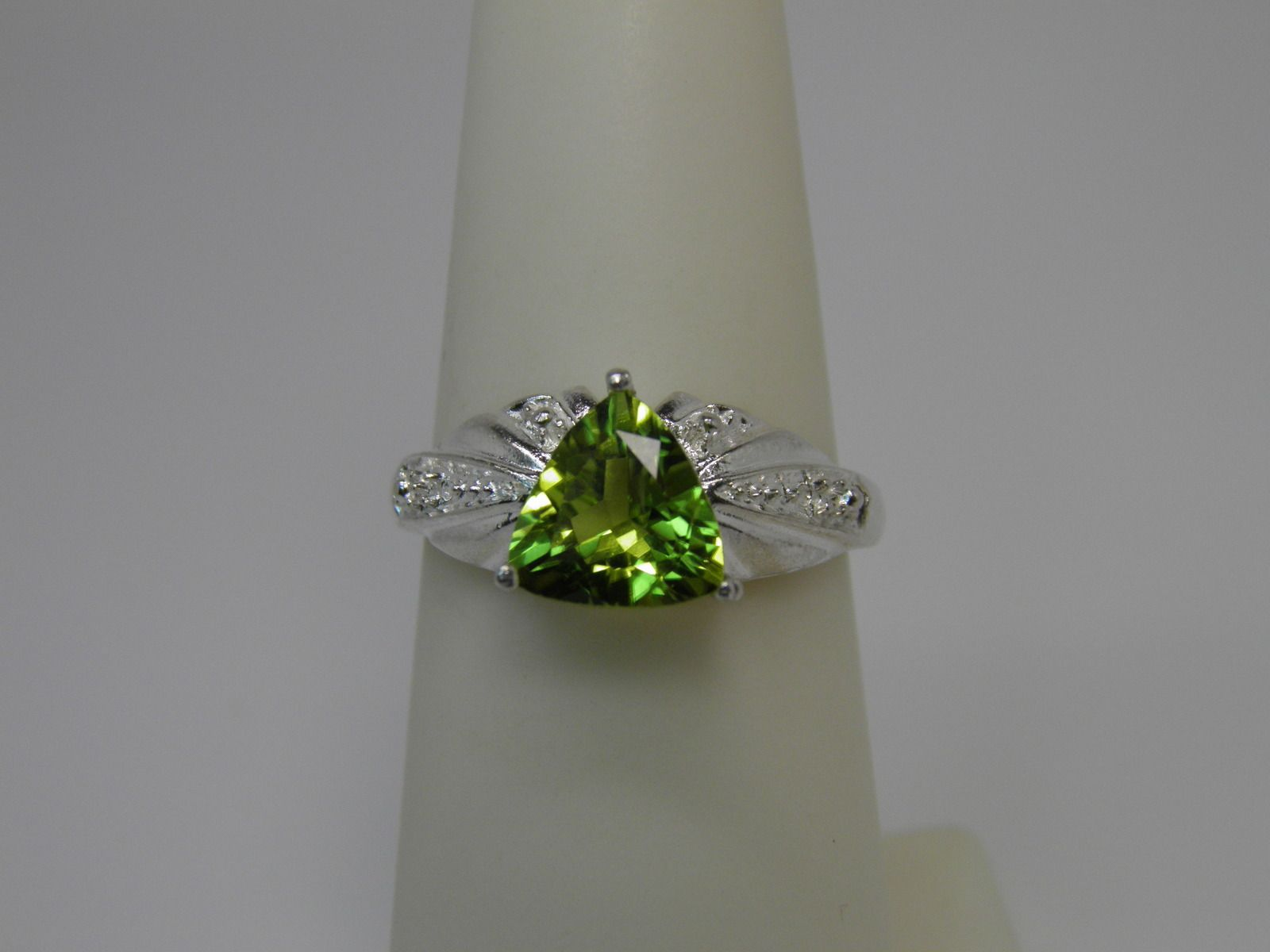 GREAT idea for an August birthday!  New Sterling Silver 1.50ct Peridot ring size 6.5 ~ 8mm Trillion cut ~ August $48.00