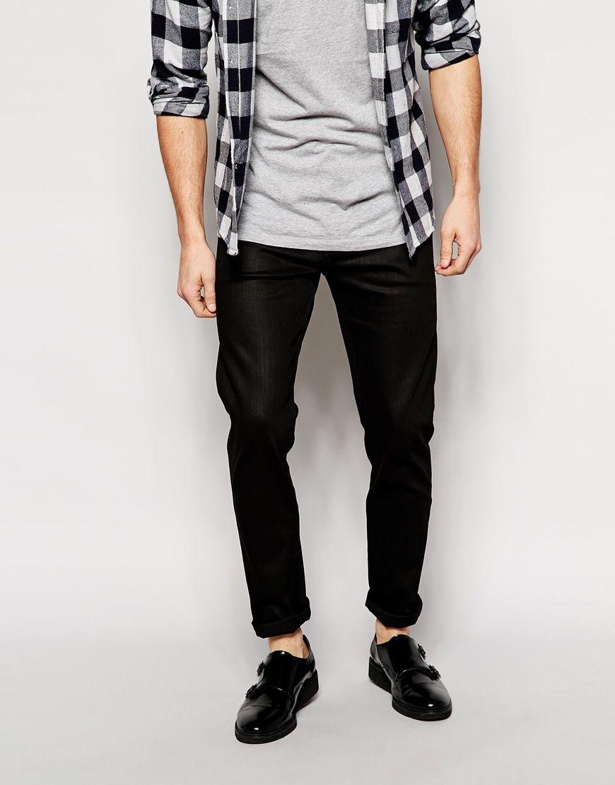 Jeans von Weekday fester Stretchdenim beschichtete Oberfläche normale Bundhöhe verdeckter Reißverschluss schmales Bein enge Passform Maschinenwäsche 99% Baumwolle, 1% Elastan unser Model trägt Größe 81 cm/32 Zoll und ist 185,5 cm/6 Fuß 1 Zoll groß