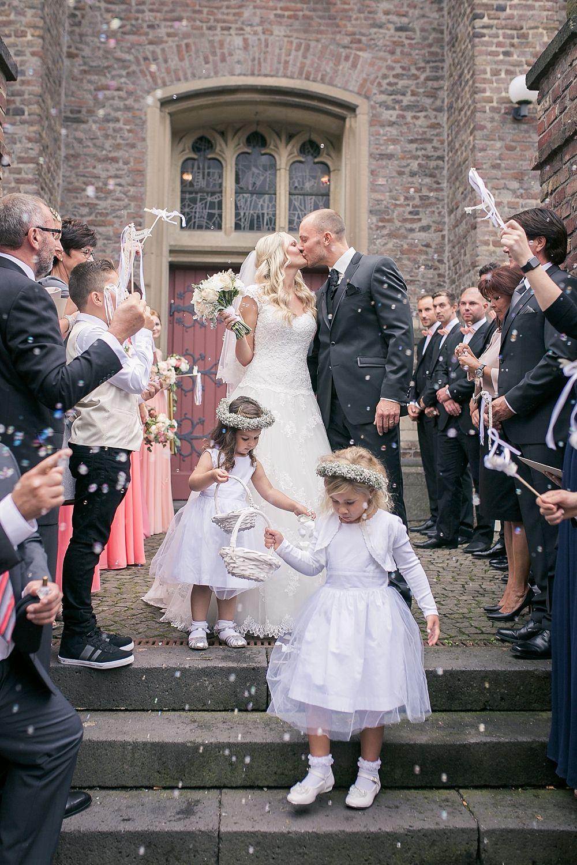 Diana Und Rene Romantische Hochzeit Bride Moments Romantic Wedding Flower Girl Dresses Wedding Dresses