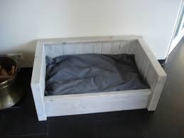 Afbeeldingsresultaat voor steigerhout hondenmand maken