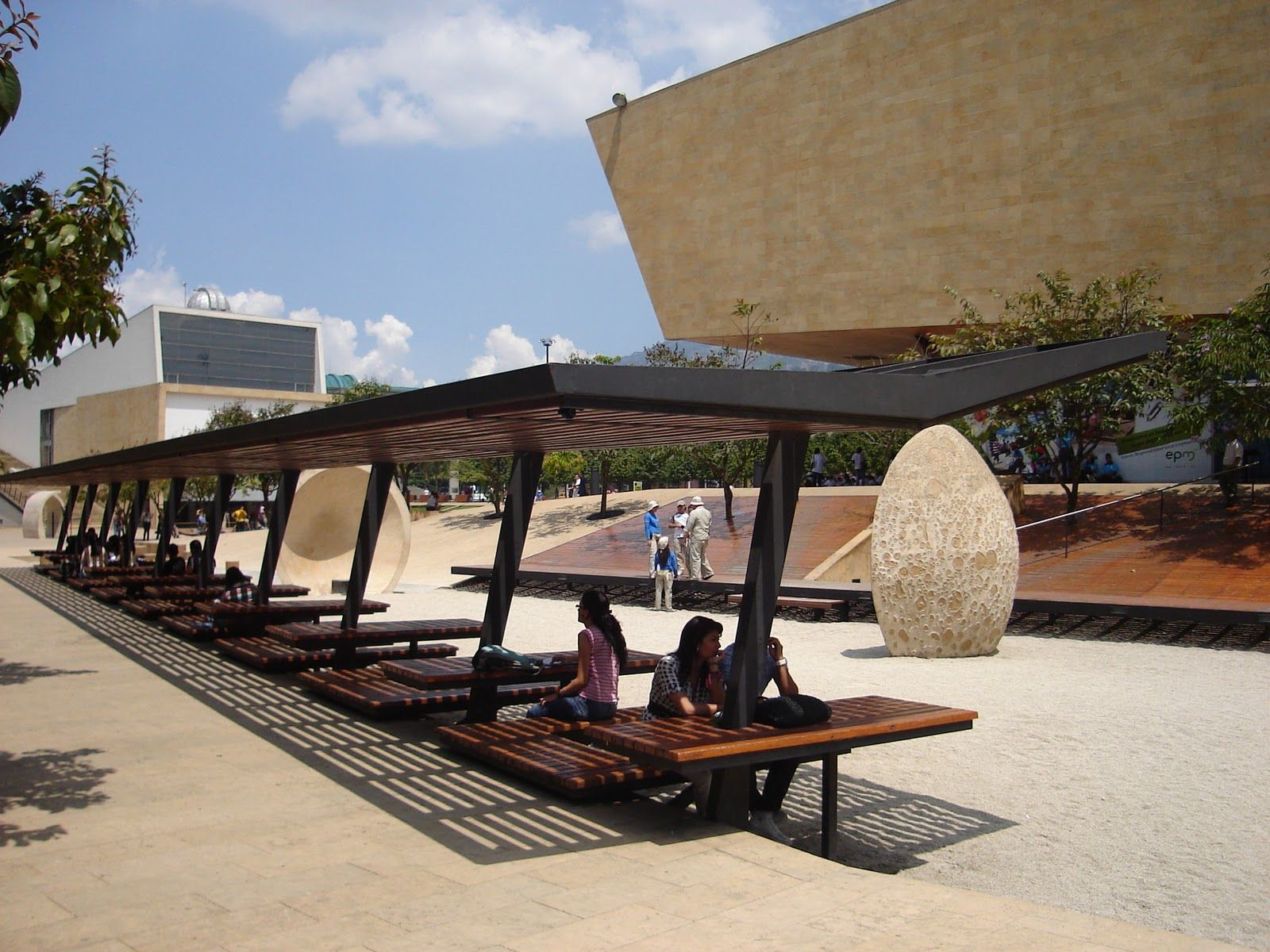 Plaza de los deseos medellin buscar con google i for Outdoor furniture jeddah