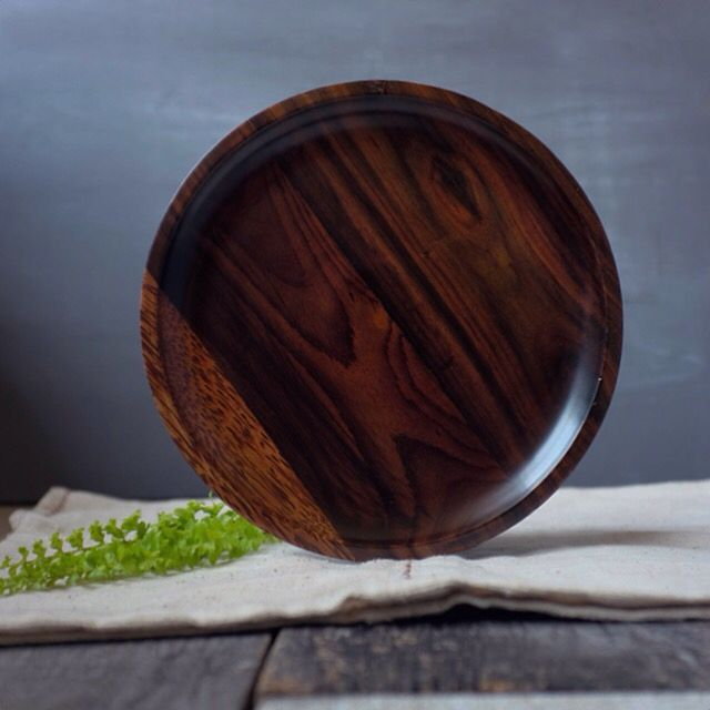 Full of patient and passionate, to make this handcraft rosewood and coconut wood combine becoming 1 perfect large plate.